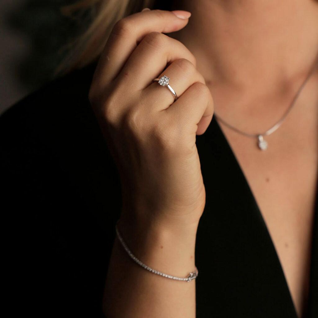 Dame med smykker fra Gullfunn