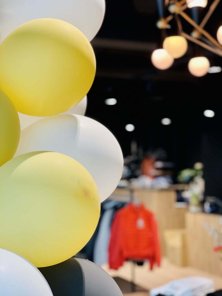 Inngangsparti Strique & Mique med ballonger