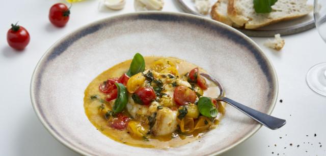 Bilde av tallerken med skrei i tomat og basilikumsaus