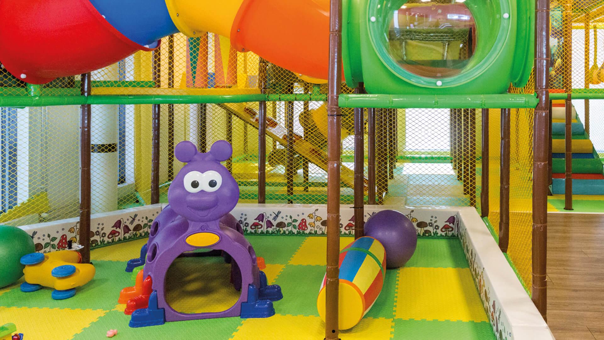 Bilde av barnepassområde med leker og aktiviteter