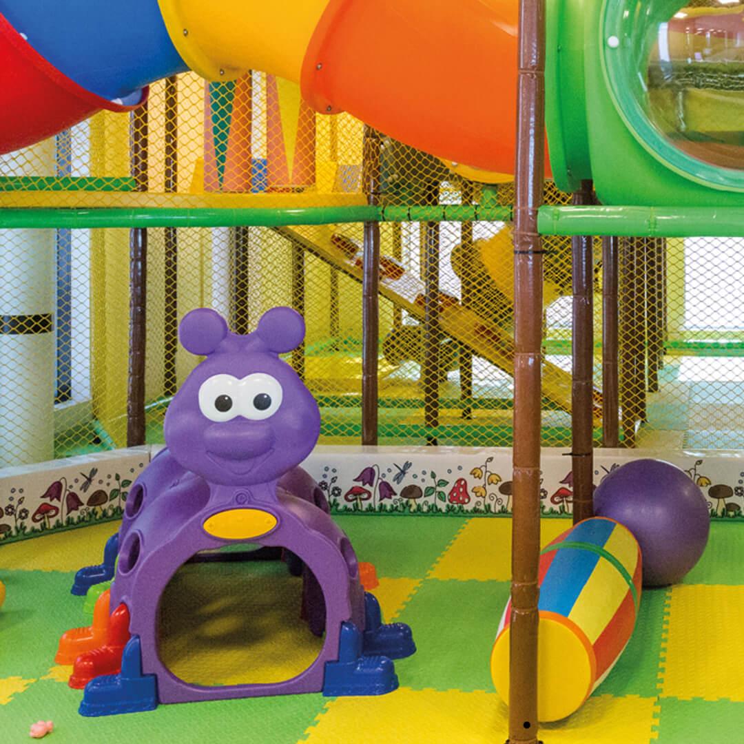 Bilde av barnepassområde med aktiviteter og leker
