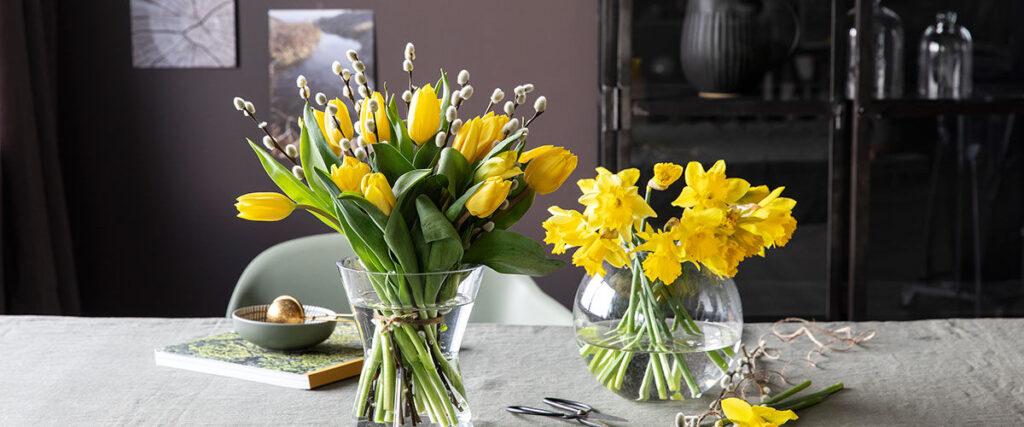 Bord med påskeblomster fra Mester Grønn